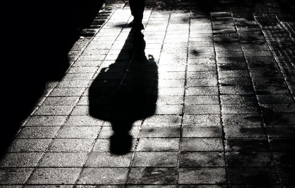 慣用句】「影が薄い」の意味や使い方は?例文や類語をWebライターが ...